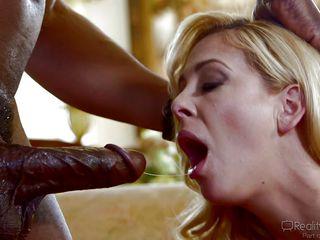 жесткое порно с блондинкой