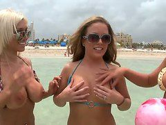 фото девушек откровенность на пляже россия порно