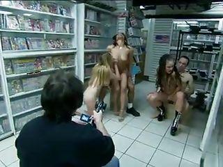 Порно шмели кончают
