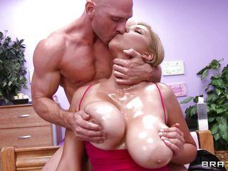 Порно в жопу милф