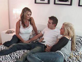 Секс з двумя блондинками